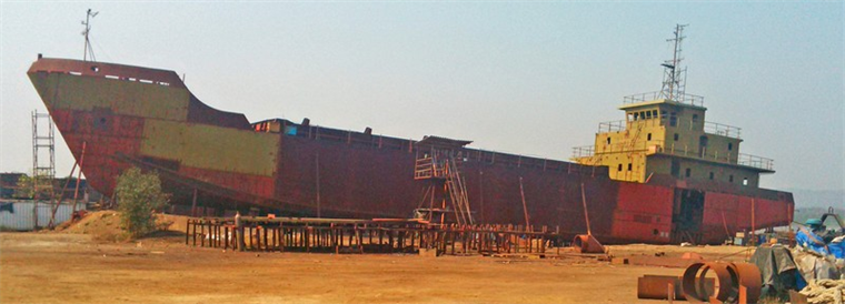 1000 m3 New Bottom Dumping Hopper Barge Under Construction